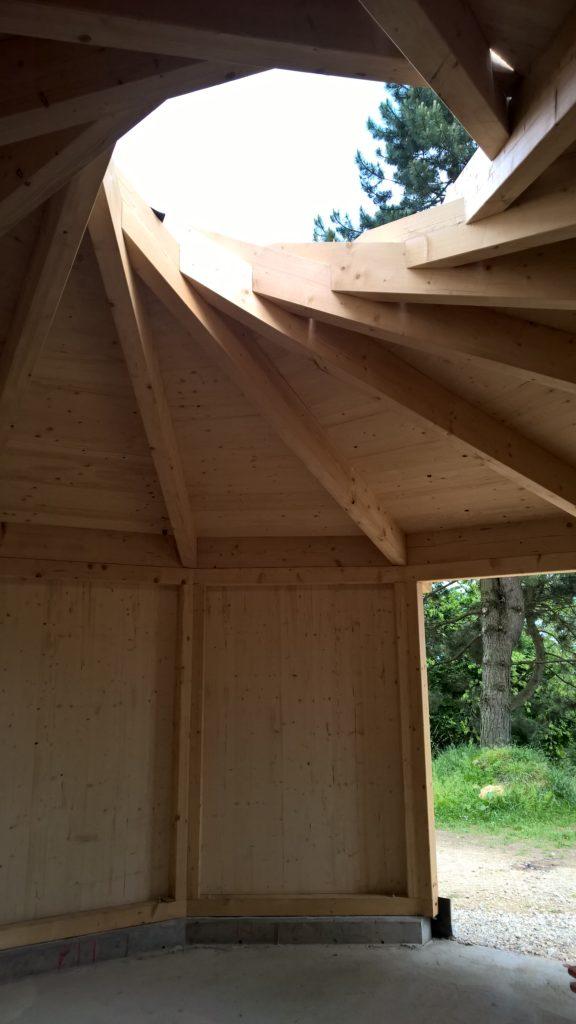 Die Holzjurte - Innenraum ohne Kamin